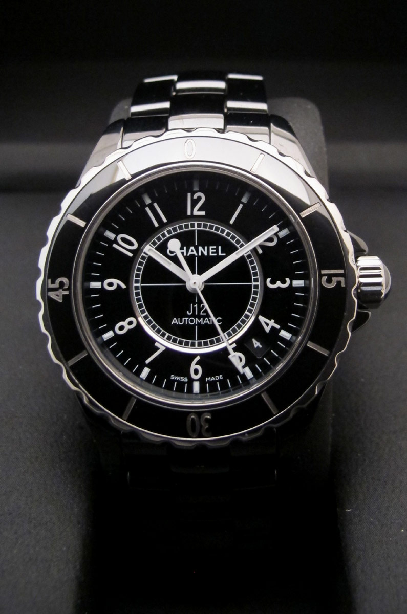 "CHANEL ""J12"" Grande Taille 38MM -"